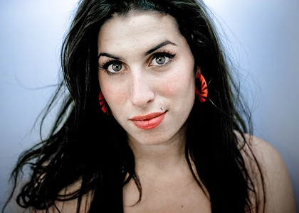 AMY WINEHOUSE DA TRE SETTIMANE IN CIMA ALLA CLASSIFICA ALBUM