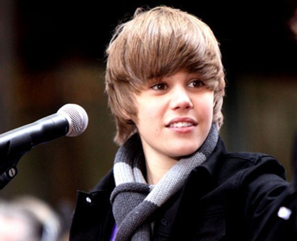 JUSTIN BIEBER BATTE TUTTI SU YOUTUBE
