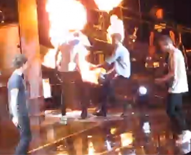 ONE DIRECTION, HARRY STYLES SALVATO DALLE FIAMME DA ZAYN MALIK.