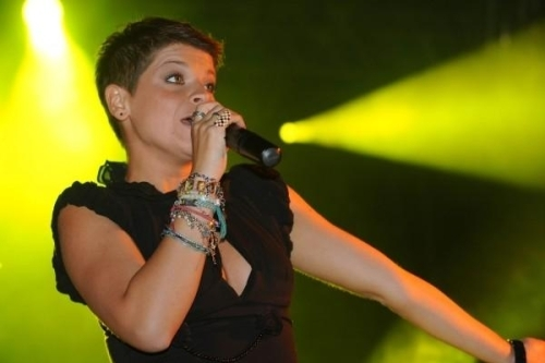 CLASSIFICHE ALBUM, ALESSANDRA AMOROSO RESISTE AL SECONDO POSTO