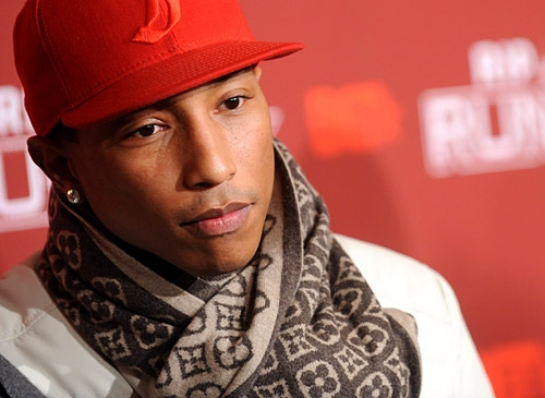 PHARRELL WILLIAMS ESEGUE IL NUOVO BRANO DEI DAFT PUNK.