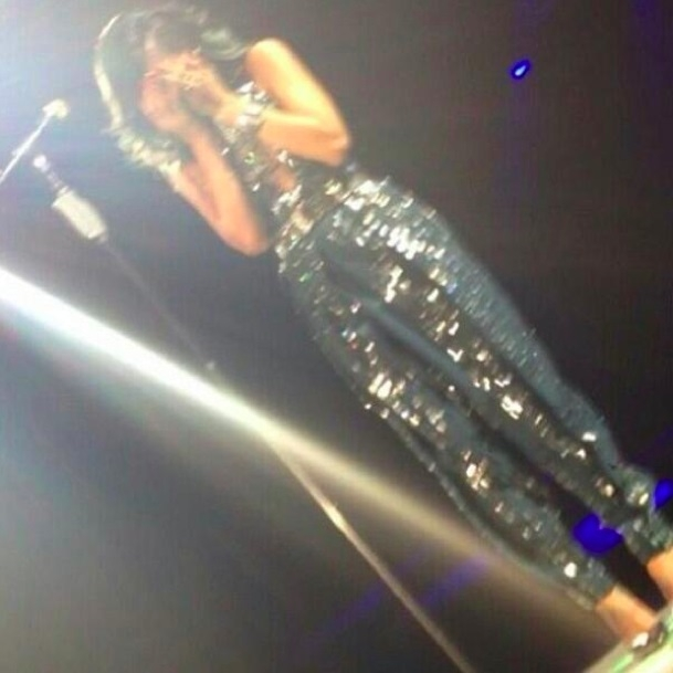 RIHANNA IN LACRIME AL CONCERTO DI LILLE (VIDEO).