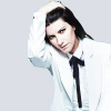 "LAURA PAUSINI REGINA DELLA HIT PARADE CON ""20 THE GREATEST HITS"""
