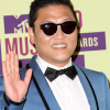 PSY PREPARA COLLABORAZIONI CON ROBBIE WILLIAMS E BRIAN MAY.